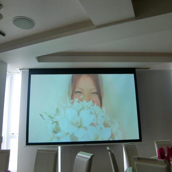 披露宴会場内の大画面