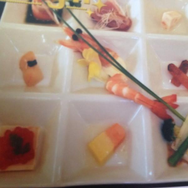 コース料理の前菜です。明るく華やかで、目にも楽しい。