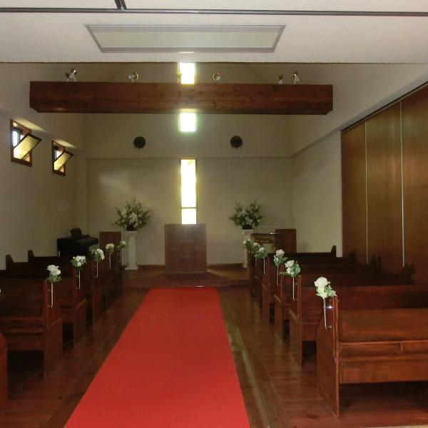 一階ホールの玄関から左に入ったところにあるチャペルです。