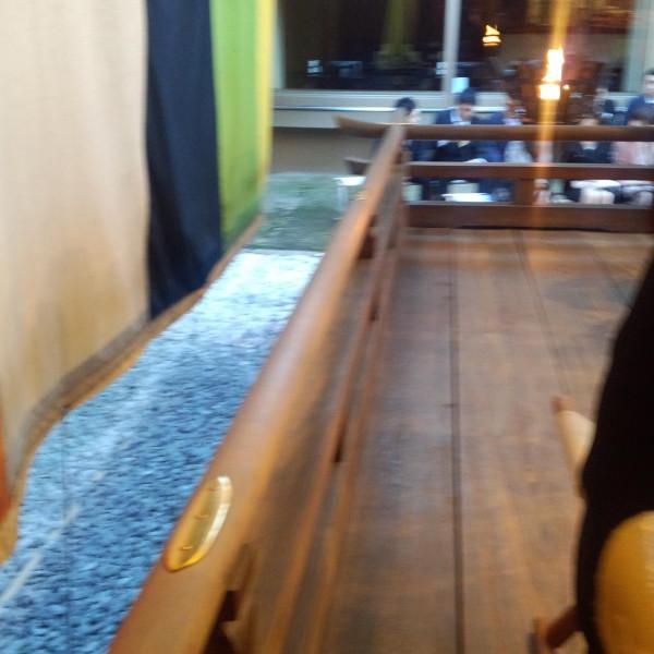 挙式会場の壇上から。松明が印象的。