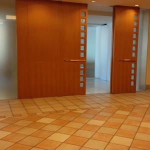 チャペル入口へ入ると広間があり、フラワーシャワーをする所|395579さんの小田急ホテルセンチュリー相模大野の写真(217415)