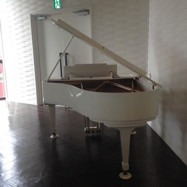 チャペルではピアノ演奏