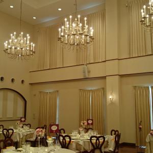 レストランテ・ディ・ローザの天井は凄く高い|405091さんのヴィラ・デ・マリアージュ長野の写真(235670)