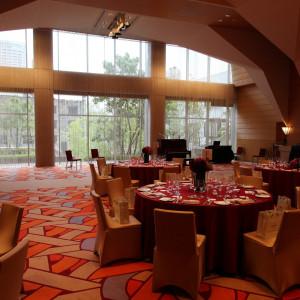 開放感あふれる空間と大きな窓|409901さんのTOKYO AMERICAN CLUB(東京アメリカンクラブ)の写真(254650)