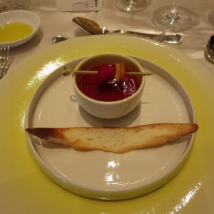 1品目はフルーツトマトとフランボワーズのガスパッチョ|412053さんのヴィラ・デ・マリアージュ 太田の写真(262853)