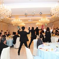 新婦が親族や友人達と一緒に新郎へ大感動サプライズダンス!