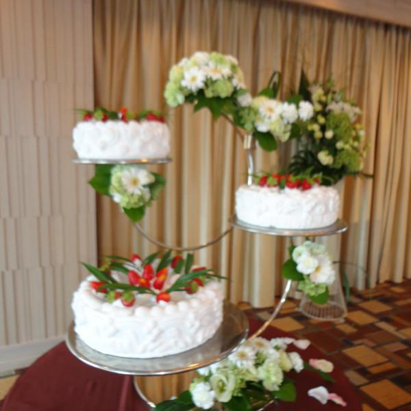 華やかなウエディングケーキ