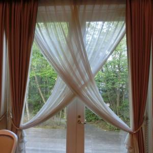 お庭の見えるカーテン|416889さんのヴィラ・デ・マリアージュ軽井澤の写真(281940)