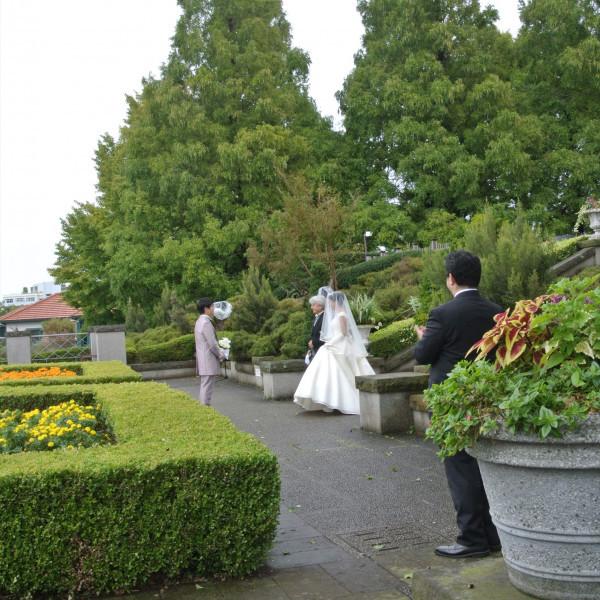 観光客も実際の結婚式をお祝いできます