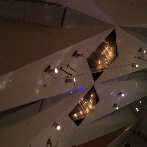 天井のシャンデリア