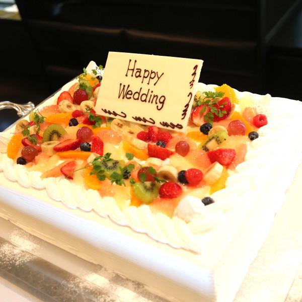 フルーツ盛りだくさんのケーキ
