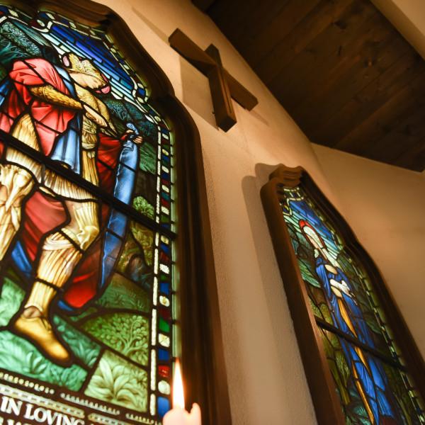 チャペルの十字架は木製でした。