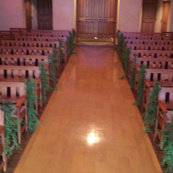 祭壇側から見たバージンロード