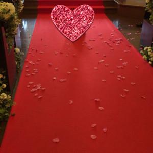 フラワーシャワーは、花びらをたっぷりもらえて大満足|439066さんの小さな結婚式 小樽店の写真(363256)
