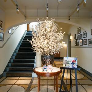 エントランスには桜をおいてお出迎え|453981さんのASHIYA MONOLITH 旧逓信省芦屋別館 ~芦屋モノリス~の写真(412945)