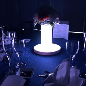 披露宴会場の座席の真ん中のライトの色が変わります。 461493さんのSt. GRAVISS(セントグラビス)の写真(661628)