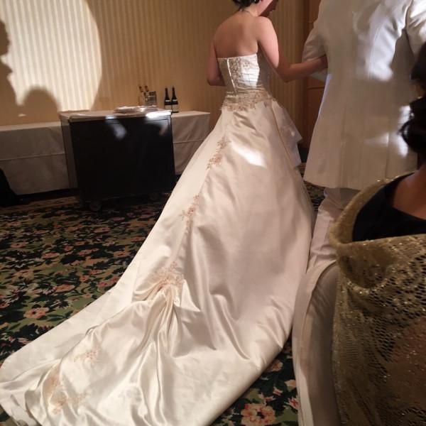 ウェディングドレスにて入場シーン