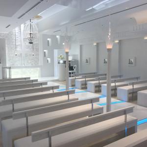 椅子の横のライトが珍しく幻想的なチャペル 470561さんのHOTEL NEW OTANI HAKATA (ホテルニューオータニ博多)の写真(462124)