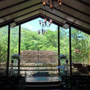 緑がきれいに見える挙式会場|471415さんのヴィラ・デ・マリアージュ軽井澤の写真(464608)