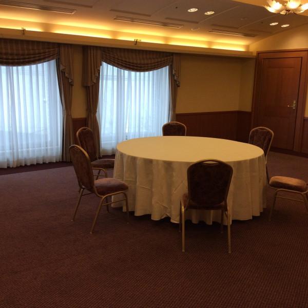 少人数用会食会場です。ここにテーブルを並べ10人で会食!