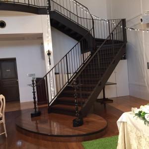 リストランテ・セシル・ローザの階段。左右にあり、渋滞つかえる|472610さんのヴィラ・デ・マリアージュさいたまの写真(490633)
