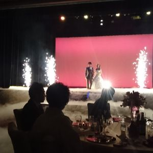 室内で花火の演出|474058さんの甲府富士屋ホテルの写真(476857)