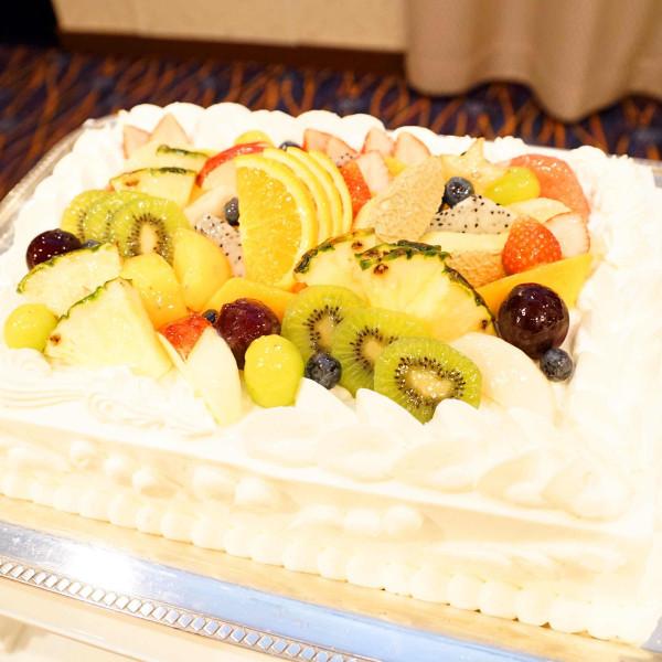 トロピカルフルーツが沢山使われたケーキ
