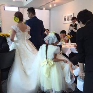 再入場、子供達がドレスをもってくれました♡|474673さんのCPレストランの写真(476824)