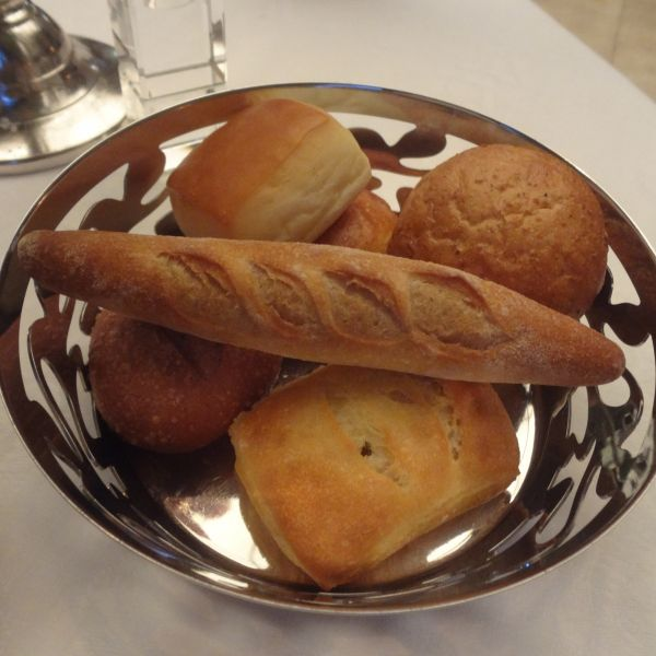パンは複数から選べます。バケットが特にバターに合いました。