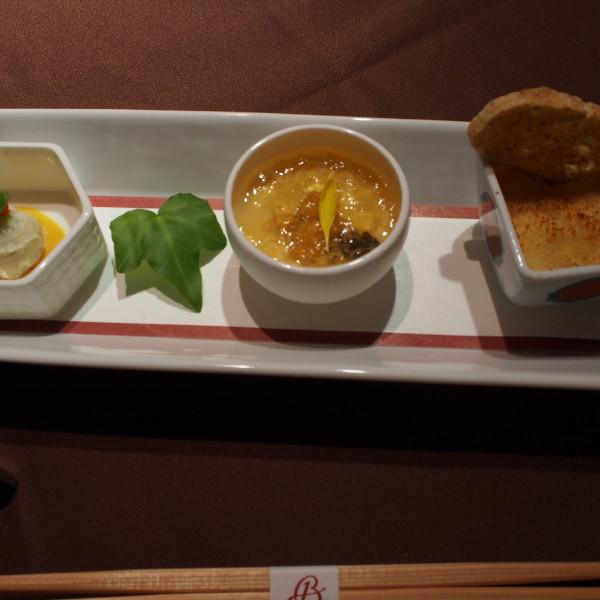 創作系の前菜。特に右のチーズグラタンがとても美味しかったです