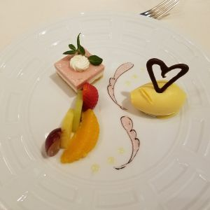 色・デザインがとても可愛らしく食べるのが勿体なかった 483679さんのフランス料理店 ラ・ロシェル福岡の写真(528821)