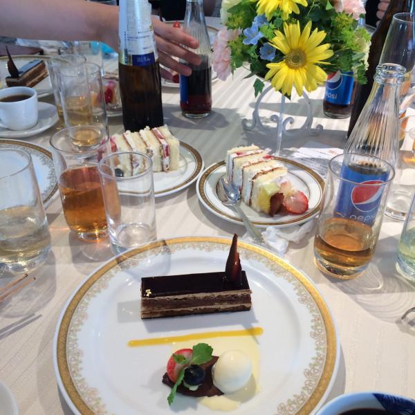 デザートのオペラとバニラアイス
