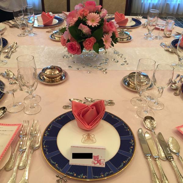 食事会テーブルの飾りつけ