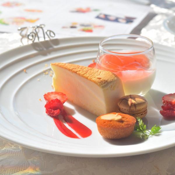 チーズケーキと、イチゴ杏仁