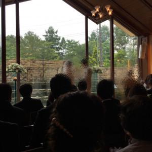チャペルの大きな窓が印象的です|489373さんのヴィラ・デ・マリアージュ軽井澤の写真(561286)