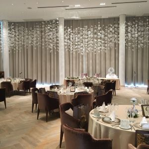 1階の披露宴会場は水の泡をイメージされています|490759さんのIRIS WATER TERRACE AYAMEIKEの写真(567900)
