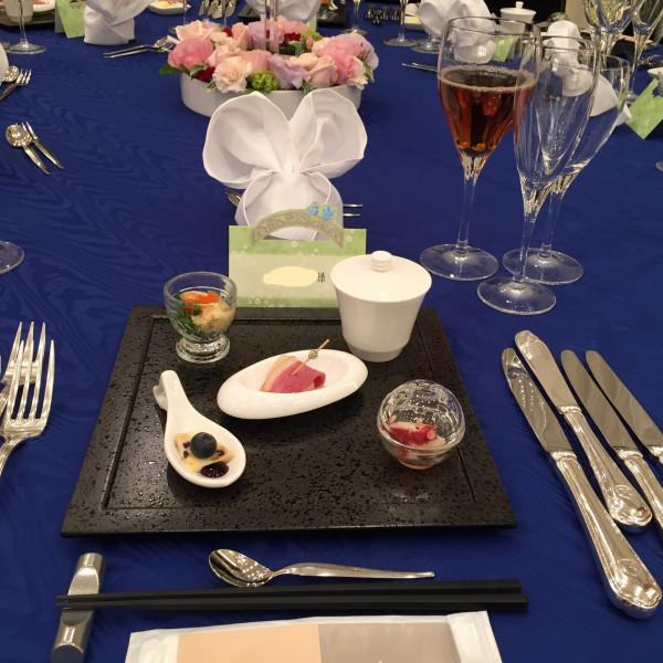 テーブルと料理です