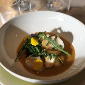 食べる直前にソースをかけてもらい料理が、完成するのに感動した|491858さんのヴィラ・デ・マリアージュさいたまの写真(570871)