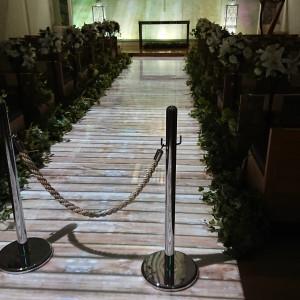 煉瓦の壁に十字架。木のバージンロード。|494917さんのKKRホテル熊本の写真(619990)
