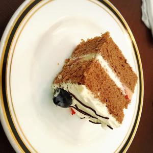 ウエディングケーキを切り分けました|495292さんのGarden House St.Mary(ガーデンハウスセントメリー)の写真(586890)