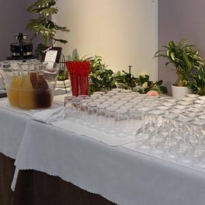 二階ロビーでは挙式開始までウェルカムドリンクが飲めます|495442さんのモルトン迎賓館 八戸の写真(692880)