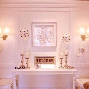 待合室の入ってすぐのスペース。飾り付けなくて素敵です|495448さんのアビー・ラ・トゥール教会(ウエディングセントラルパーク)の写真(595816)