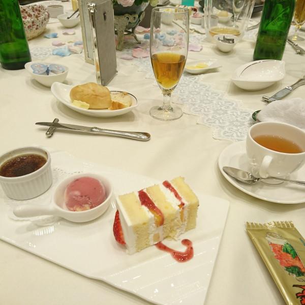 ショコラブリュレとベリーのアイス ウェディングケーキ