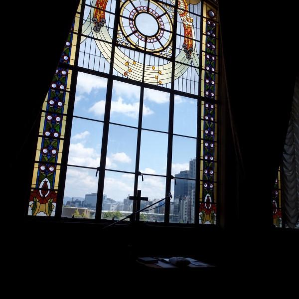 挙式会場である特別室のステンドグラス