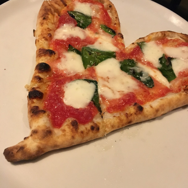 ハート型のピザです。