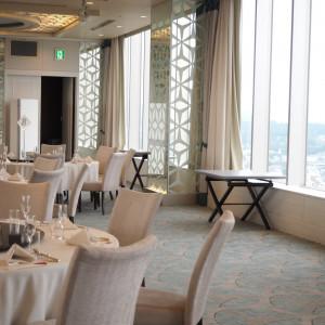 左右のカーテンが開くと自然な光が入ってきます!|501075さんのANAクラウンプラザホテル岡山の写真(621353)