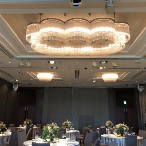 皇居のお堀イメージのシャンデリア 502001さんのパレスホテル東京(PALACE HOTEL TOKYO)の写真(639884)
