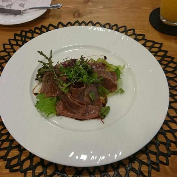 試食での料理。お肉のサラダ