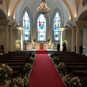 赤いバージンロード。 506583さんのローズガーデンクライスト教会の写真(645891)