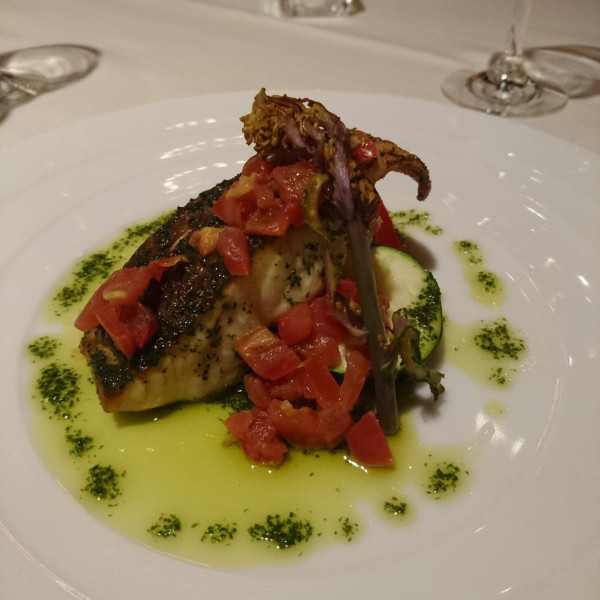 魚料理は白身魚のソテー。